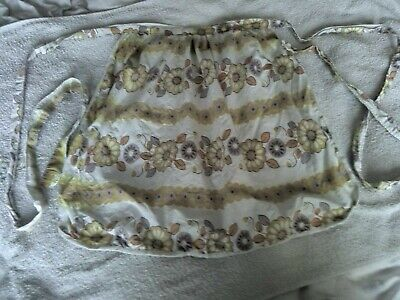 Ladies Vintage Waist Apron, in creamy white with big floral pattern/design