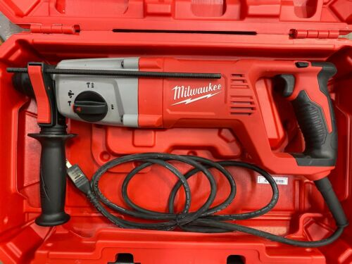 "Milwaukee 5262-21 8 Amp Corded 1"" SDS PLUS Rotary Hammer in Case - NEW"