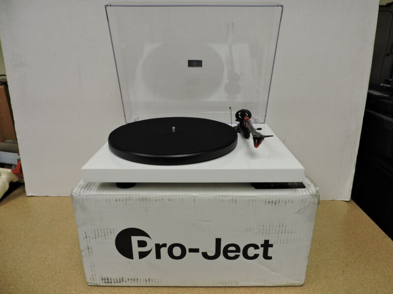 Pro-Ject Debut Carbon DC Turntable With Ortofon 2M Red Cartridge (White)