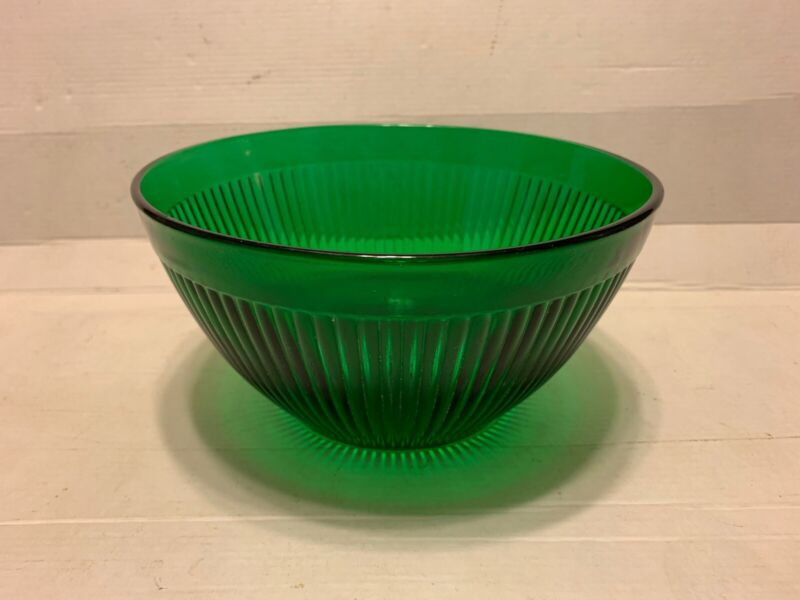 """Forest Green glass 7.5"""" Ribbed Mixing Bowl - Anchor Hocking?"""