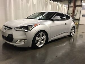 2014 Hyundai Veloster base model $14,000