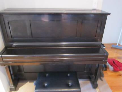 Kawai No. 308 upright piano - Bargain in great condition