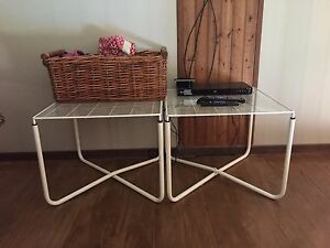 2 - Glass and metal tables - EUC