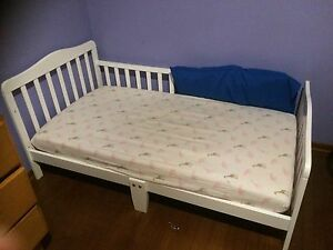 selling EU toddler bed