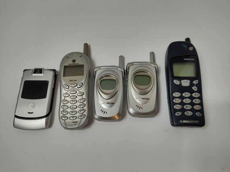 Lot Of Vintage Cell Phones Razr Nokia & More NOT TESTED