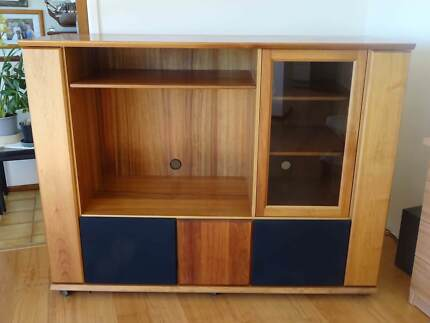 ENTERTAINMENT UNIT  TV AND STEREO