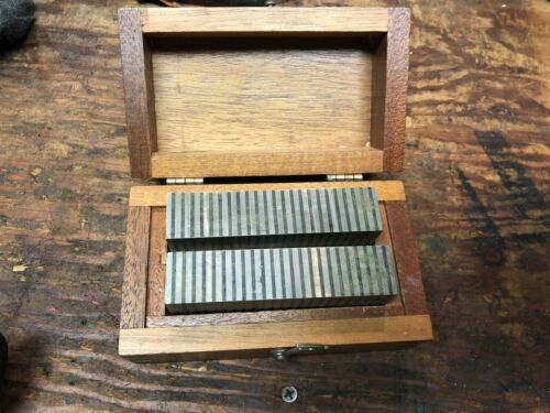 BROWN AND SHARPE MAGNETIC TRANSFER BLOCKS IN WOODEN CASE