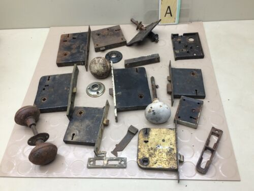 LOT OF ANTIQUE DOOR HARDWARE LOCKS & KNOBS VINTAGE SALVAGE