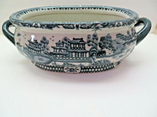 Chinese Blue & White Porcelain Footbath/Cashepot Planter