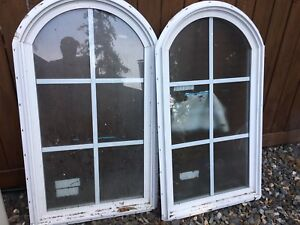 2 White vinal windows.