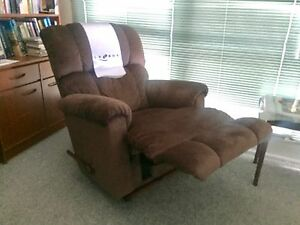 2x La-Z-Boy recliners.  Barely used. Aitkenvale Townsville City Preview