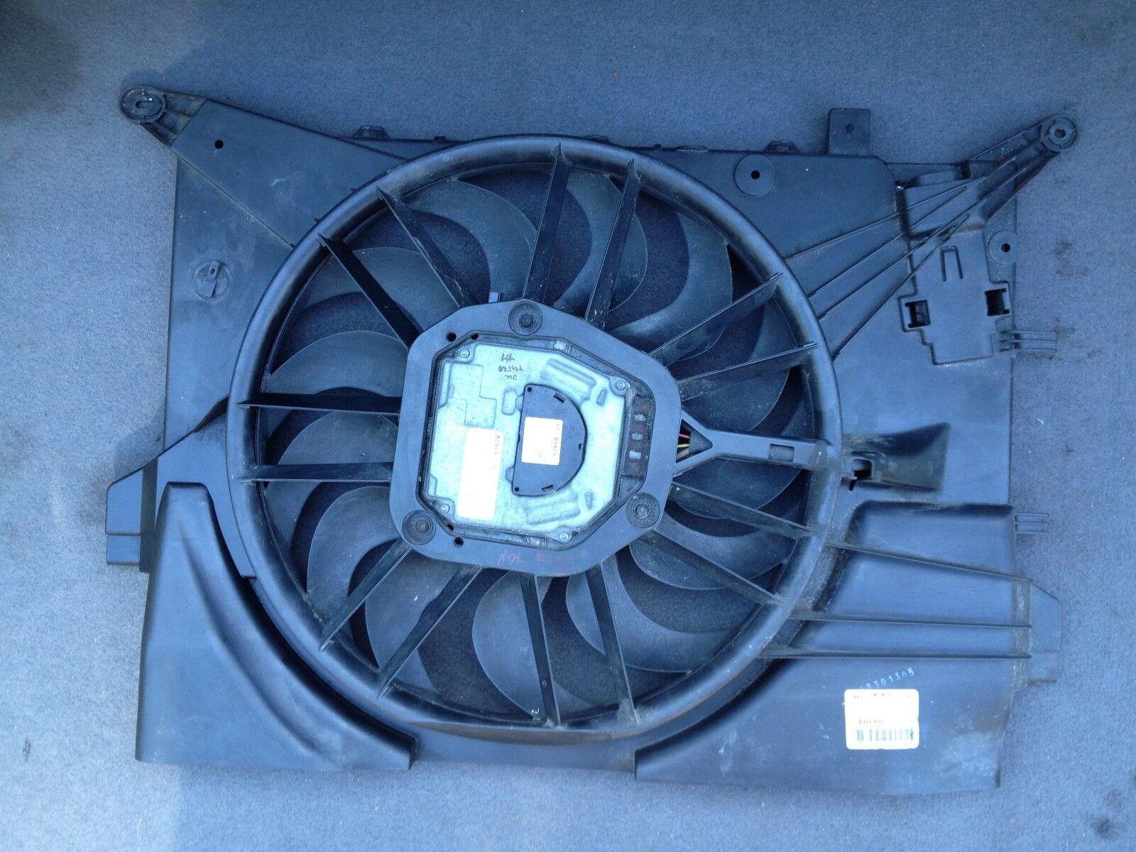 VOLVO S60 V70 XC70  RADIATOR COOLING FAN WITH MOTOR 3137229010 1137328116