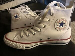 CONVERSE LEATHER LADIES SIZE 7 NEW $65