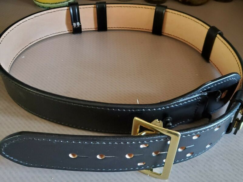 DUTYMAN LEATHER BELT SIZE 40 INCLUDES 4 BELT KEEPERS - NEW