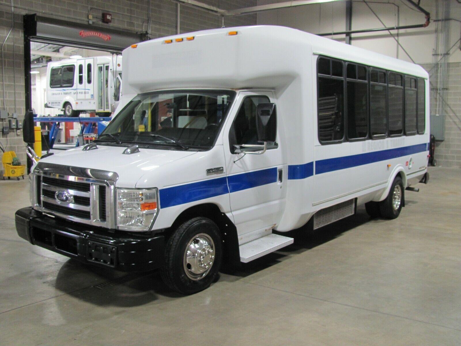 2009 Ford E450 SD / ElDorado Aerotech Bus