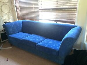 Free couches Elanora Gold Coast South Preview