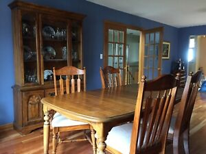 Dining table, 4 chairs. Price reduction.