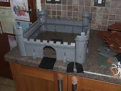 Vintage  1960s TIMPO TOYS MEDIEVAL KNIGHTS CASTLE FORTRESS TOY