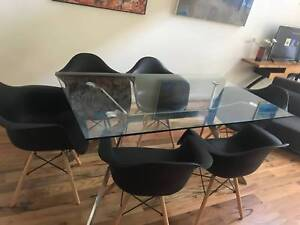 Dining Table & Chairs in Perfect Condition.