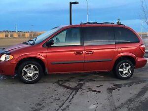 2007 Dodge Caravan SXT.