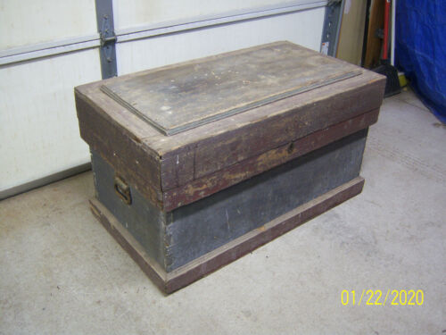 Vintage Wood Trunk Primitive Dovetail Joints Chippy Paint Cast Iron Coffee Table