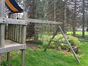 SWINGSET WITH TREEHOUSE