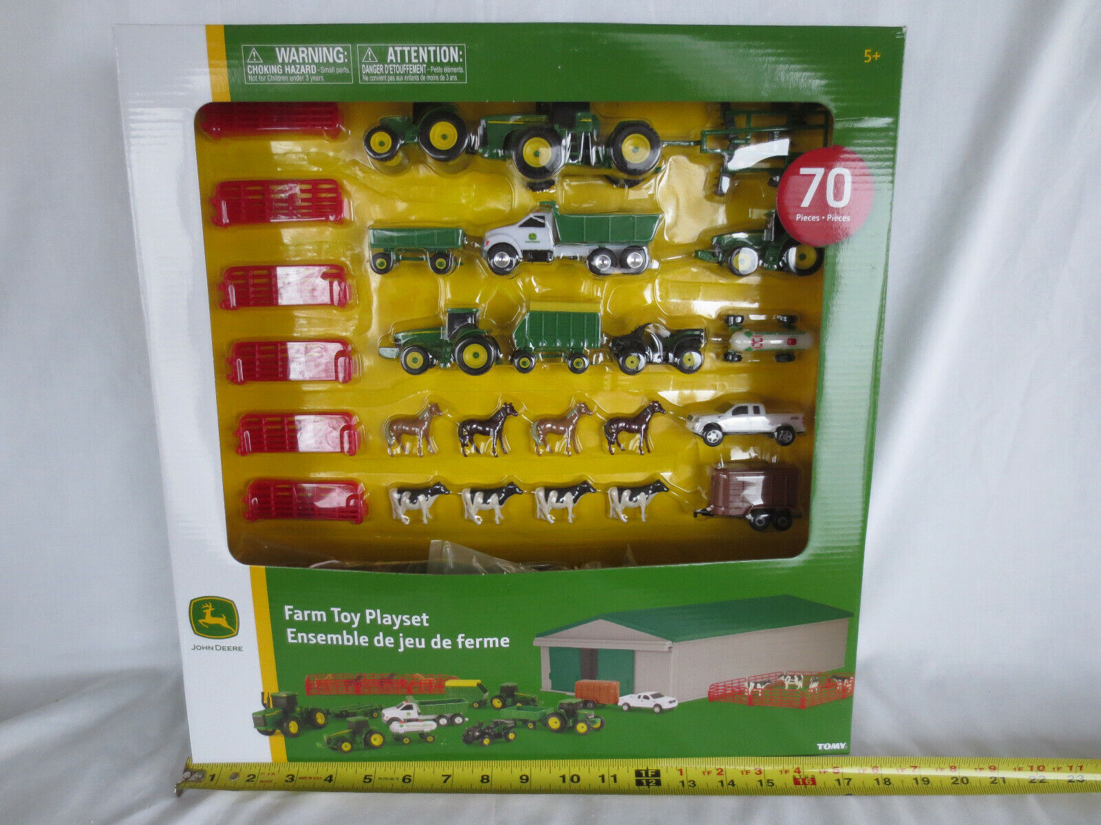ERTL 1/64 SCALE JOHN DEERE 70 PIECE FARM TOY PLAYSET with SHED BARN TRACTOR