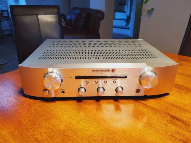 Marantz PM6006 Stereo Integrated Amplifier UK Edition - Silver Excellent Cond.