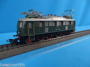 Marklin-3024-DB-Electric-Locomotive-Br-E-18-35-Green-Heavy-Cast-Metal