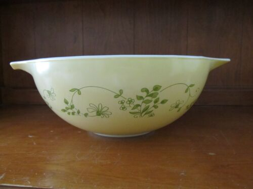 PYREX - Set of 3 Nesting Bowls (Shenandoah 442, 443, 444)