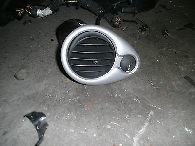 Luftdüse links  Frischluftgrill SILBER  Renault Clio 1.4 16V 72kw Bj.06