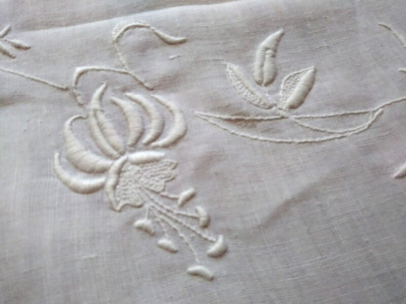 Fantastic Fine Hemstched Irish Linen Floral Embroidered Tablecloth 44 1/2 Square