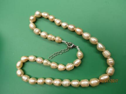 Beautiful natural pearls necklace