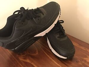 Brand New Women's Nike Air Max Perth Perth City Area Preview