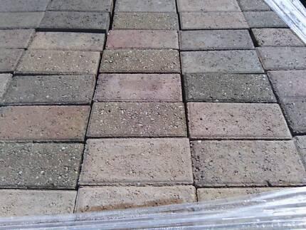Lot#091 Concrete pavers 210x105x60mm