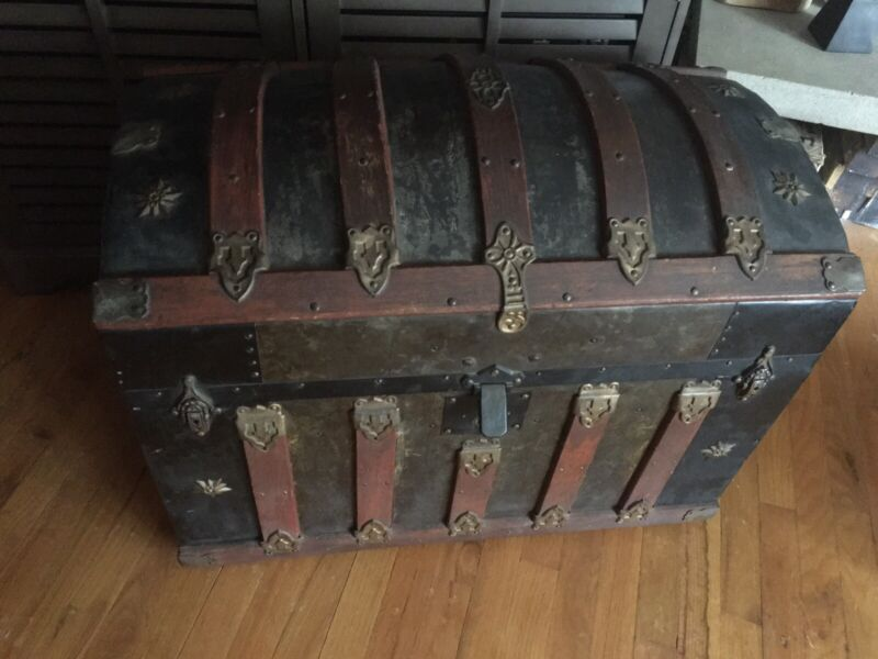 ANTIQUE HUMPBACK DOME TRUNK FROM THE 1800