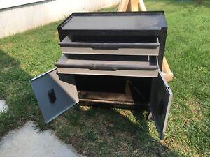 Nice rolling tool cart 80$ take it away !