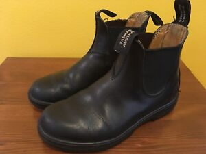 Ladies Blundstone's Boots. Size 7, Black.