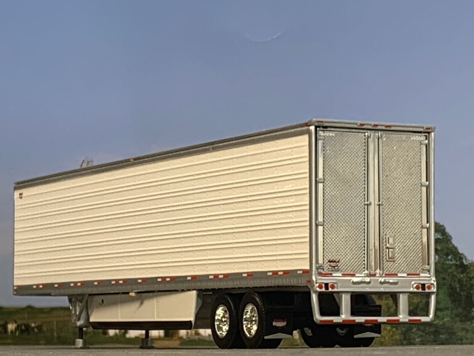 1/64 DCP WHITE WABASH 53' ARTICLITE TANDEM AXLE TRAILER W/ THERMO KING REEFER 1