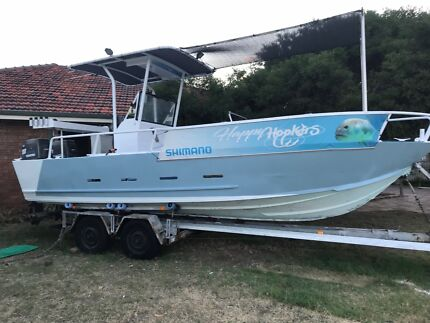 24 foot Centre Console Fishing Boat