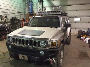 2007 Hummer H3 with custom roof rack