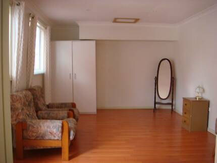 Spacious modern part-furnished granny flat to let