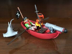 Playmobil Pirates and Rowboat (Set 5137)