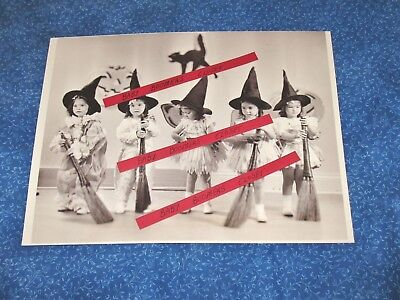 Holloween Photos (Press Photo Dionne Quintuplets Canadian Treasure Tiny Holloween Girl Witchs)