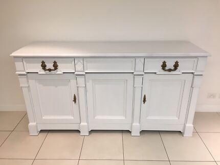 Stunning white buffet / sideboard