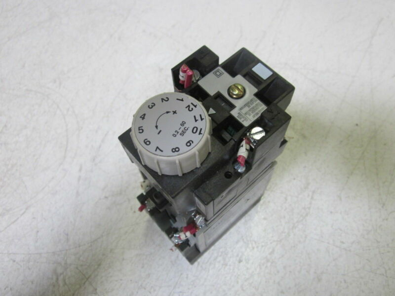 SQUARE D 8501X000XTE1 SER.A TIMING RELAY  *USED*