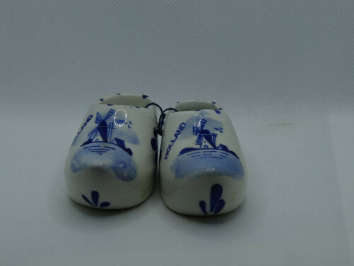 DELFT BLUE POTTERY HAND PAINTED PAIR OF DUTCH SHOES,GREAT FOR KLM COLLECTION