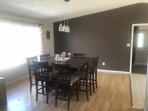 Large 8 seater dinning room table