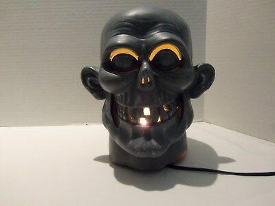 LIGHT -UP ZOMBIE MONSTER SKULL-GRAY- WALKING DEAD-ALL HALLOWS EVE-HORROR MOVIES