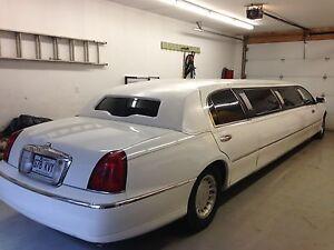 Limousine Town car 1999